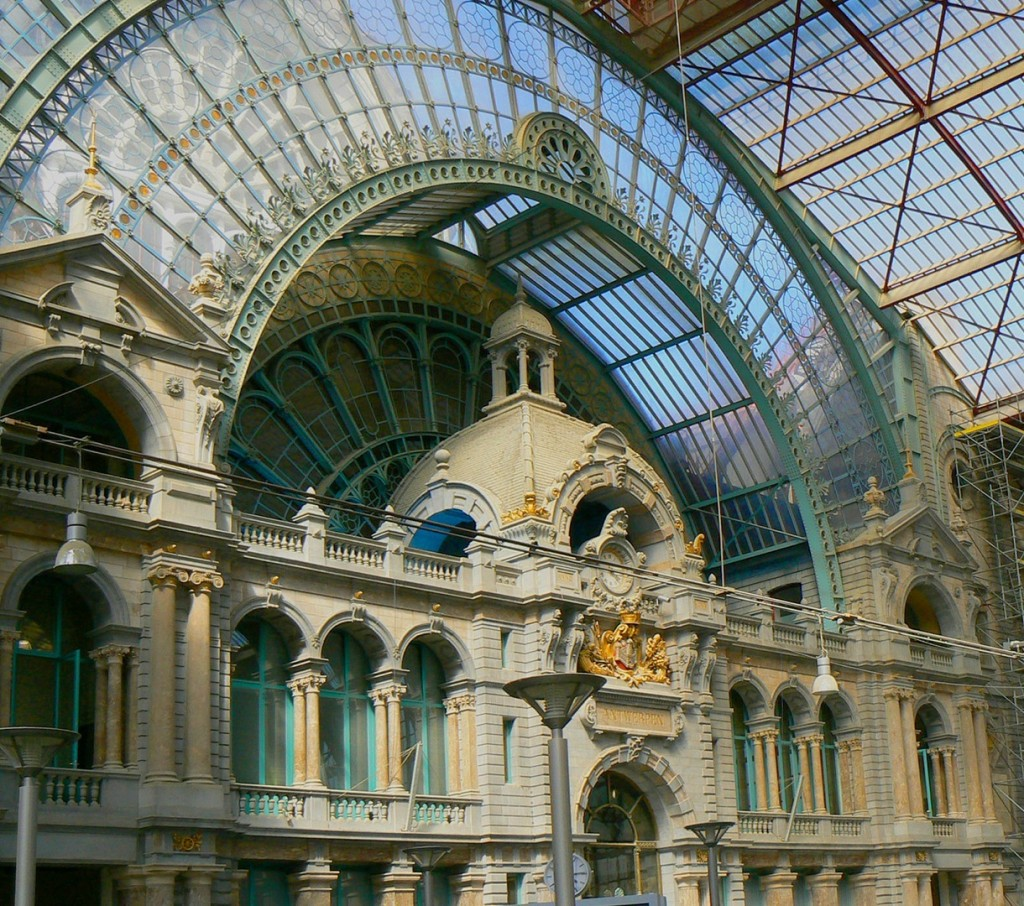 English Bookstore Antwerp Photo bz flickr e3000